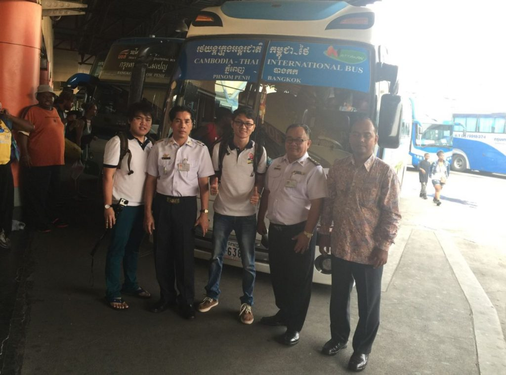 BookMeBus team and Mo Chit Station's Manager